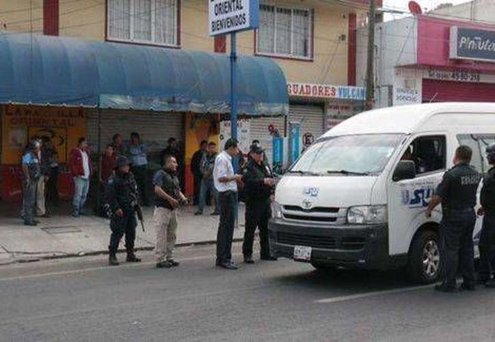 Algunos usuarios denunciaron supuestos atropellos por parte de la Policía Estatal durante la retención de los vehículos. (Milenio)