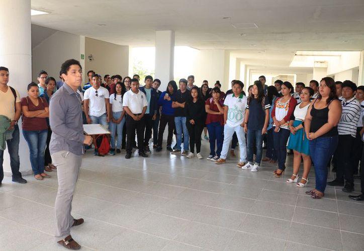 Los alumnos cuentan con todas las herramientas para las actividades académicas. (Adrián Barreto/SIPSE)