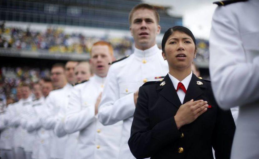 Obama instó a los nuevos graduados a mostrar honor y el coraje para hacer frente a incidentes de asalto sexual. (Agencias)