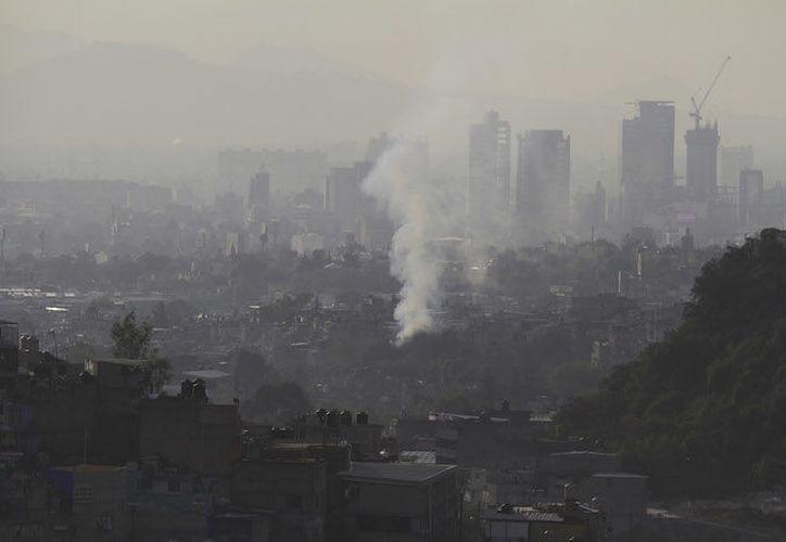 El problema por contaminación en el aire ha sido tema central para organizaciones públicas y civiles. (Sin Embargo)