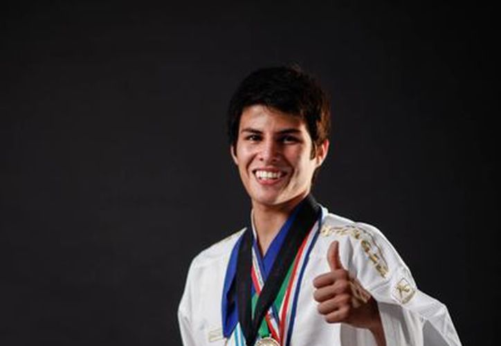 Oliver Flores, campeón mundial en combate. (Agencias)