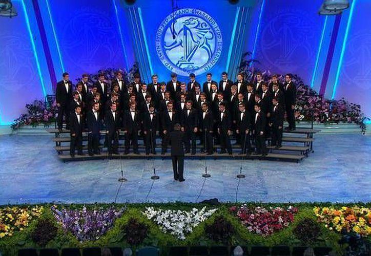 En imagen el Glee Club, que desde su establecimiento en 1868, se reconoce como uno de los coros varoniles principales de América. Su vasto repertorio abarca desde los motetes del Renacimiento a canciones folclóricas, escenas románticas y espirituales, y música mundial y de nuestros tiempos. (Imagen tomada de gleeclub.com)