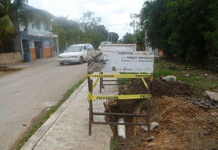 La fuga de agua se registró en la colonia CAPA. (Raúl Balam/SIPSE)