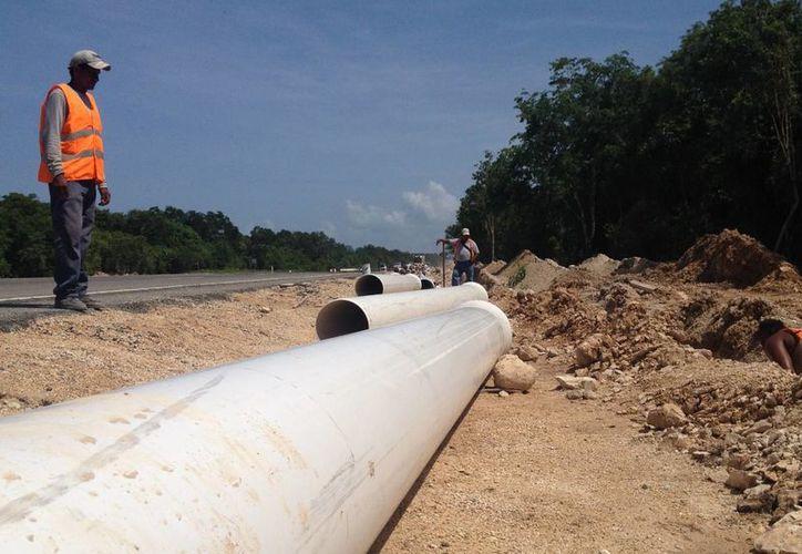 La carretera El Tintal-Playa del Carmen fue abierta este domingo a pesar no estar terminada.  (Adrián Barreto/SIPSE)