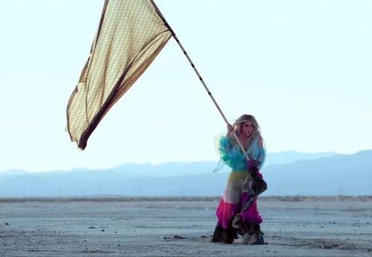 """La estrella lanzó hoy su nuevo single """"Praying"""". (Foto: YouTube)"""