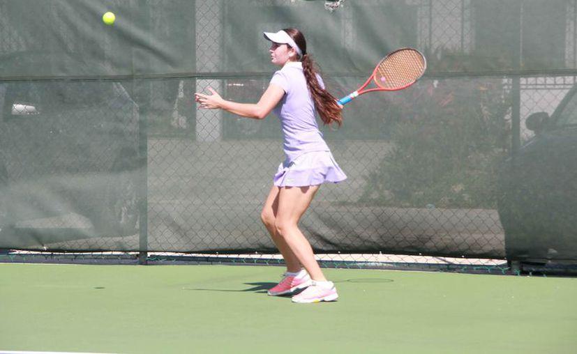 La competencia empieza hoy en las canchas del Club World Tennis Academy. (Raúl Caballero/SIPSE)