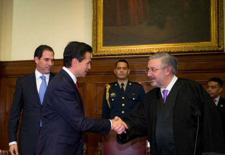 Peña Nieto recibirá en fin de año 425 mil 441 pesos, pero lo que percibirá el presidente de la Corte es una cifra mucho mayor a la del mandatario. (Presidencia)
