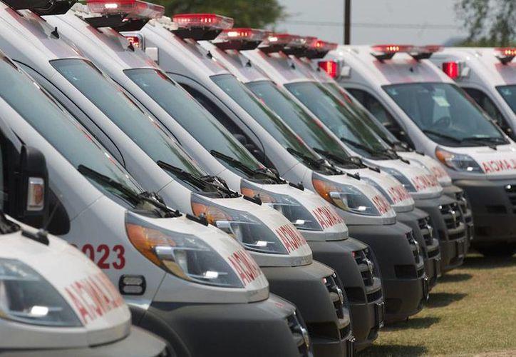 El presidente Enrique Peña Nieto entregó ayer ambulancias en Michoacán. (presidencia.gob.mx)