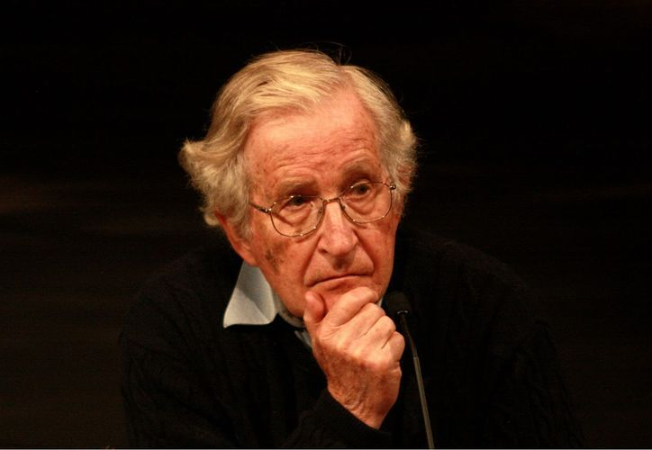 Al finalizar su conferencia en Sonora, el escritor Noam Chomsky se reunió con Andrés Manuel López Obrador. (Foto: Hispan Tv)