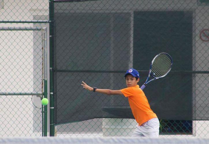 Realizarán una pretemporada para todos los tenistas que quieran prepararse. (Raúl Caballero/SIPSE)