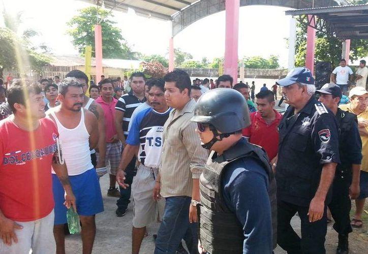 Ayer el titular estatal de Seguridad Pública, Carlos Bibiano Villa Castillo, recorrió las instalaciones del Cerezo.  (Redacción/SIPSE)