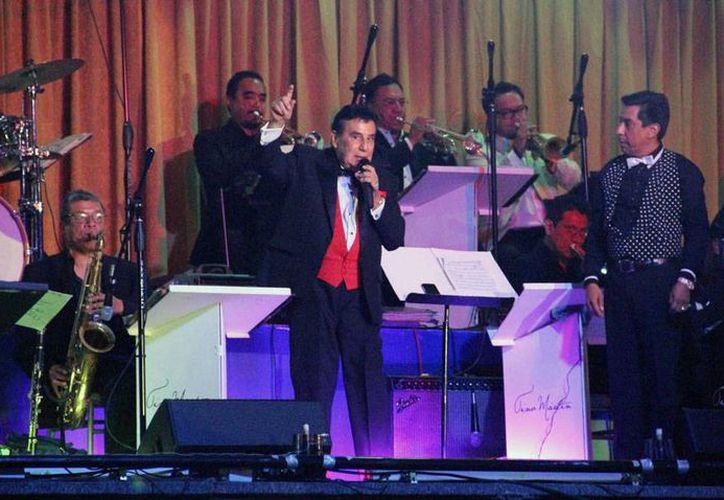 Gualberto Castro actuará en el  Lunario del Auditorio Nacional junto con varias cantantes que aceptaron su invitación para recaudar fondos. El cantautor tiene que pagar la cuenta de un hospital en Cancún, en donde le practicaron una operación. (Archivo/NTX)