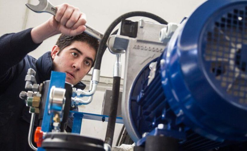 En Canadá ofrecen 7 plazas como mecánico hidráulico. (Foto: redes sociales)