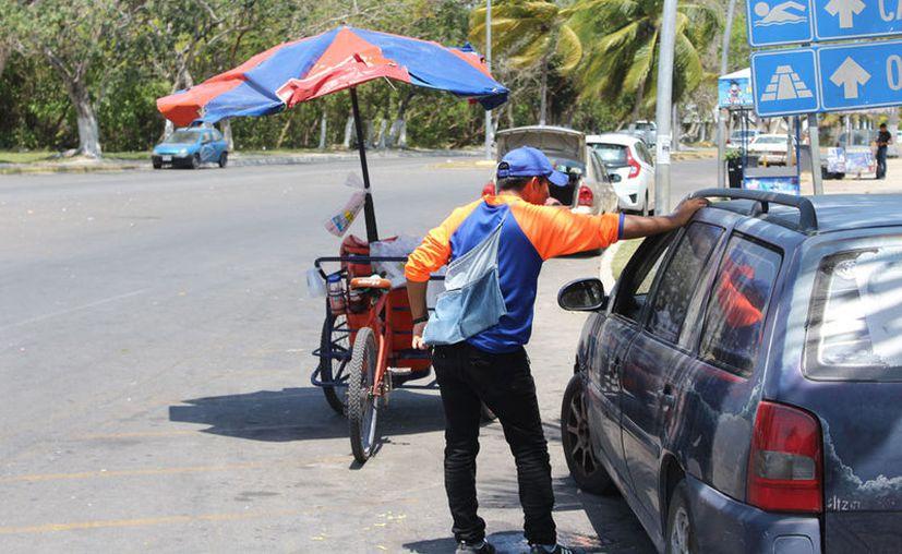 Primero se pedirá a los vendedores sin permiso a que desalojen el área. (Joel Zamora/SIPSE)