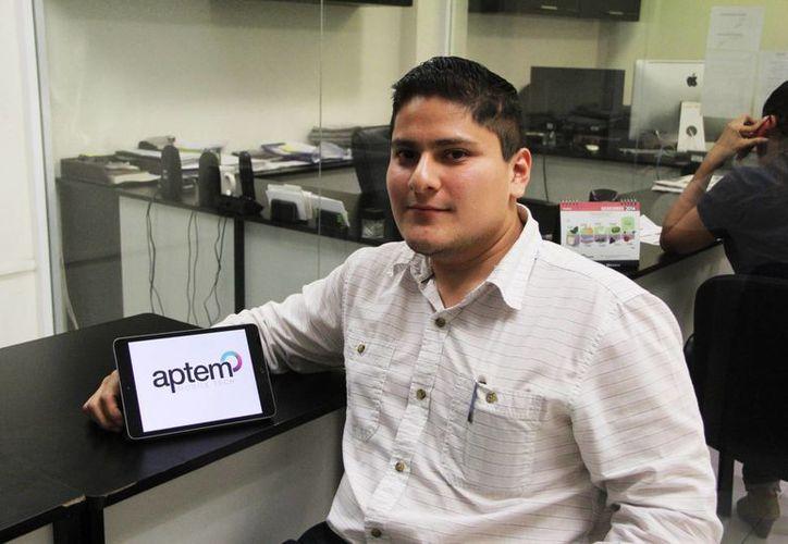 Amir Canto Palomo fundó su  empresa Aptem Mobile Tech donde desarrolla aplicaciones móviles empresariales. (Milenio Novedades)
