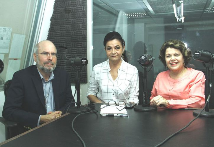 Roy Schoeman, invitado; Marilis Escalante y Alis García, anfitrionas y conductoras del programa de radio Salvemos una Vida. (Foto: Jorge Acosta)
