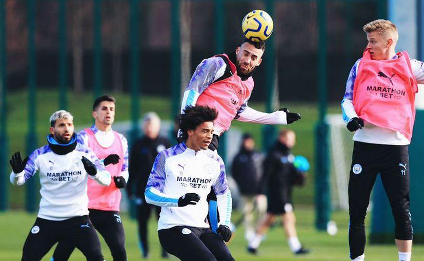 La fuerte sanción podría ocasionar la salida de varias estrellas del equipo inglés (@ManCityES)