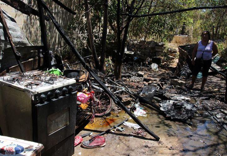 Las llamas acabaron con la construcción, dos lavadoras, dos bicicletas, una estufa y demás muebles y enseres domésticos. (SIPSE)
