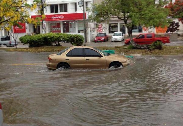 Usuarios de redes sociales reportaron las inundaciones en varias zonas de Cancún. (Foto Twitter: @ZaidCorrea)