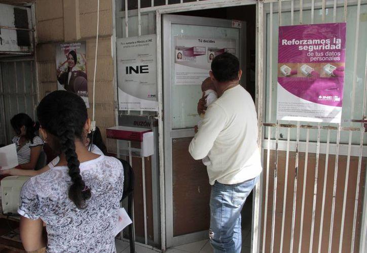 El 15 de enero del 2015 es el último día para actualizar la credencial para votar. (Tomás Álvarez/SIPSE)