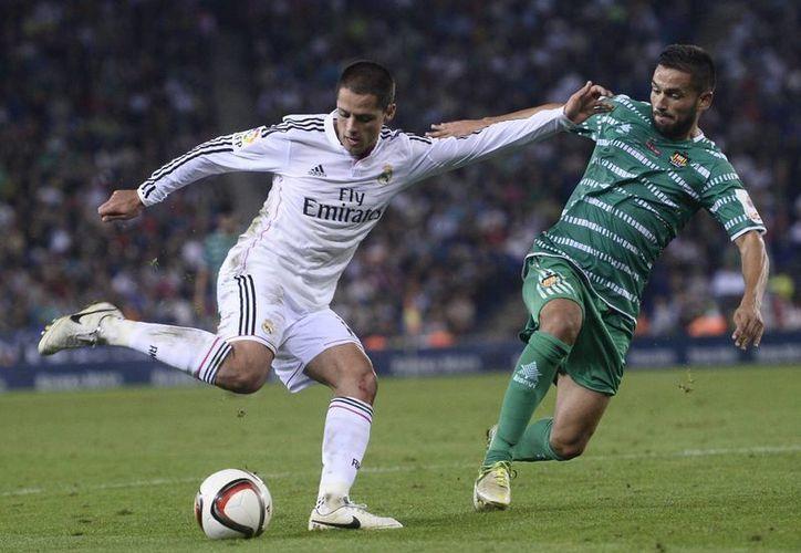 'Chicharito' anotó el tercer gol del Real Madrid ante Cornella en Copa del Rey. (Foto: AP)