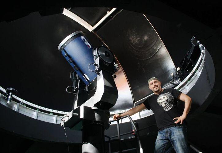 Roberto Rojo García, director del Planetario Sayab, indicó que en una semana el recinto ha recibido a más de mil personas. (Octavio Martínez/SIPSE)