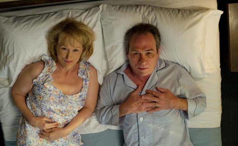 """Un delicioso duelo actoral ofrecen Tommy Lee Jones y Mery Streep en la cinta """"¿Qué voy a hacer con mi marido"""". (Agencias)"""