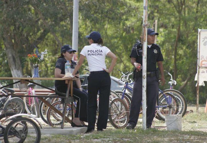 Elementos de la Policía Municipal Preventiva (PMP) realizan una supervisión permanente tanto en la ciudad como en los sitios turísticos de la zona sur. (Juan Palma/SIPSE)