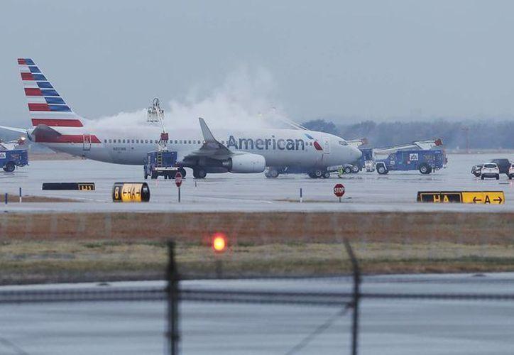 El mal tiempo podría cubrir la región con hielo y nieve, lo que imposibilitan realizarse los vuelos aéreos. (Agencias)