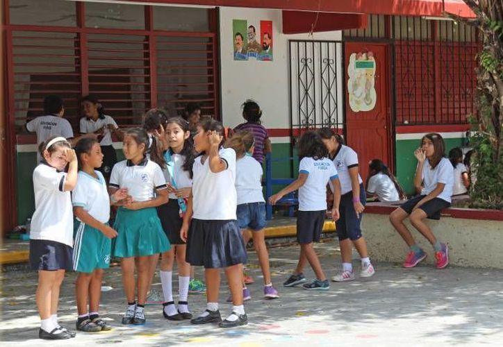 Con la instalación de los bebederos se beneficiarían a aproximadamente 400 alumnos en cada escuela. (Jesús Tijerina/SIPSE)