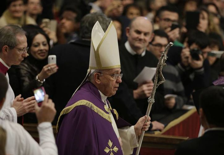 El Papa recientemente se vio envuelto en una polémica por comentarios en torno al narcotráfico que incomodaron al gobierno del presidente Enrique Peña Nieto. (Agencias)