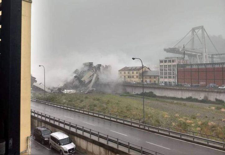 varias personas quedaron atrapadas entre los escombros. (La República)