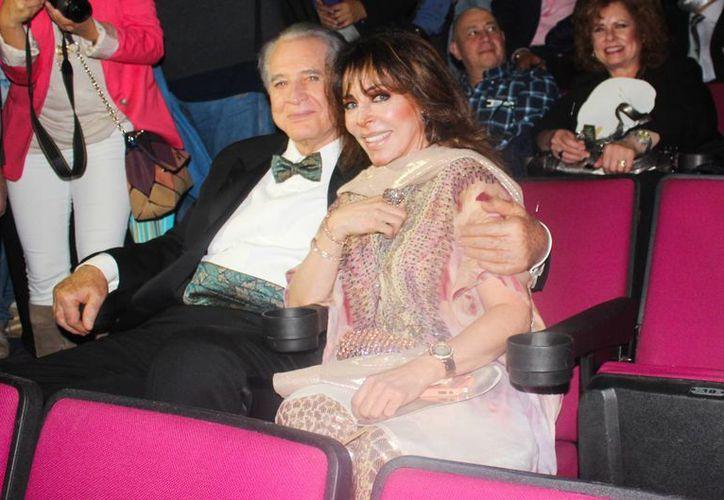 Verónica Castro dice que añora a su público, pero al mismo tiempo está feliz en su etapa de abuela. (Notimex)