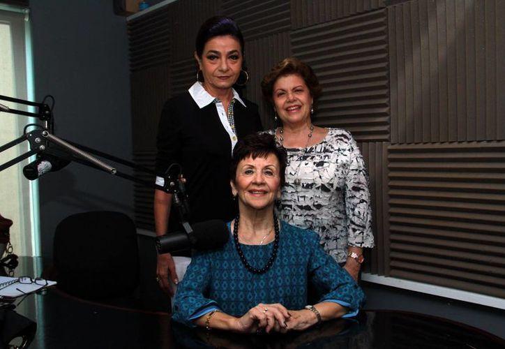 Bertha de la Peña (centro) fue la invitada a la emisión de Salvemos una Vida, bajo la conducción de Alis García y Mariliz Escalante. (Jorge Acosta/SIPSE)