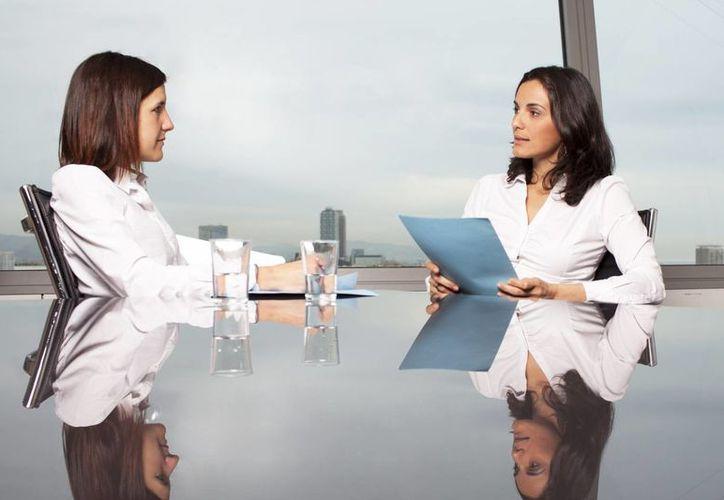 Para proyectar una imagen profesional debes presentarte puntual a la entrevista. (Foto: Contexto/Internet)