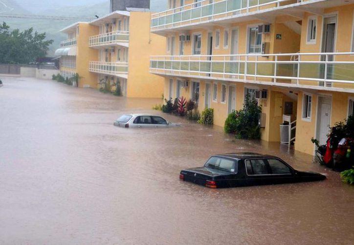 Las viviendas de 4 mil familias fueron arrastradas por la creciente del río Huacapa. (Notimex/Archivo)