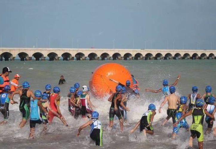 El triatlón es uno de los eventos internacionales que ha empujado la ocupación hotelera en Yucatán en años recientes. (Marco Moreno/SIPSE)