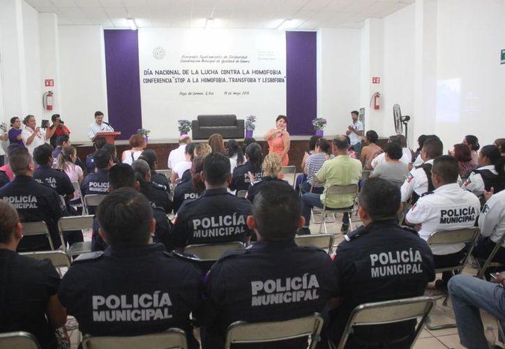 La Información y Educación Sexual del Caribe ofreció una conferencia a elementos policíacos y trabajadores del Ayuntamiento de Solidaridad. (Daniel Pacheco/SIPSE)