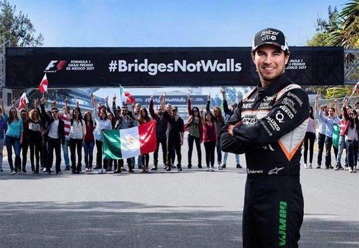 El piloto mexicano encabeza la campaña 'puentes y no muros', la cual rechaza la construcción que planea realizar Donald Trump. (Foto tomada de Instagram/Sergio Pérez)