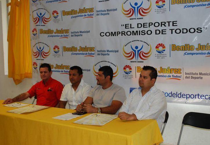 Las autoridades durante el anuncio del concurso municipal. (Tomás Álvarez/SIPSE)