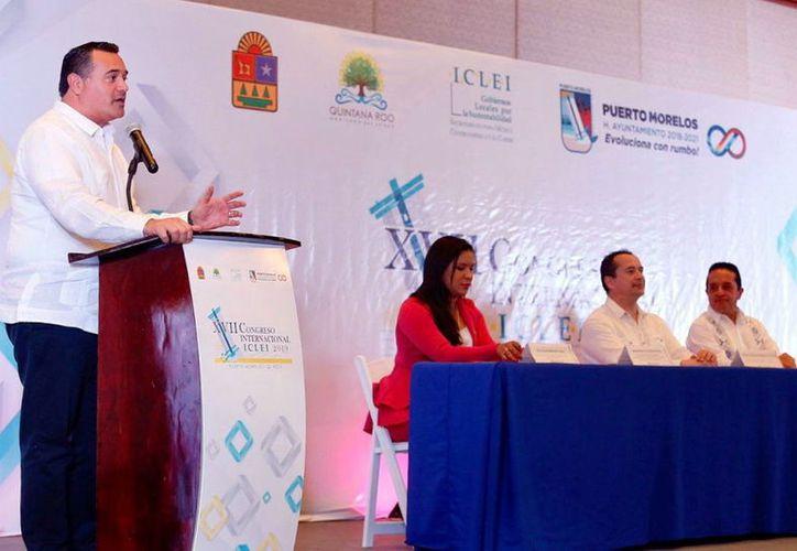 El Alcalde de Mérida, durante su participación en el foro. (Novedades Yucatán)