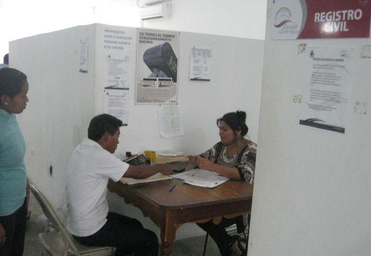Instalan un módulo itinerante en las comunidades para realizar el trámite gratuito. (Javier Ortiz/SIPSE)