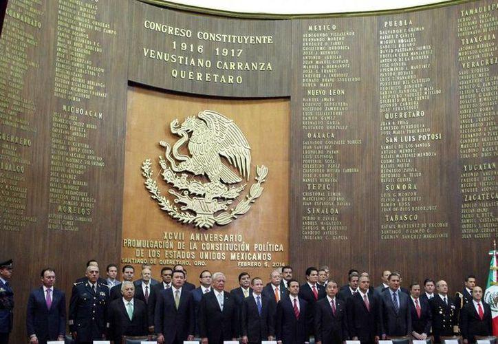 En la ceremonia del 97 aniversario de la Promulgación de la Constitución Política de los Estados Unidos Mexicanos de 1917, celebrada en el Teatro de la República en Querétaro. (presidencia.gob.mx)