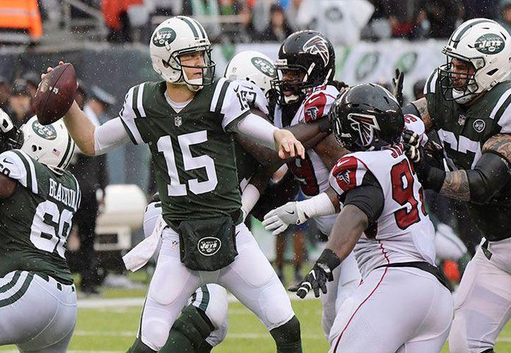Ryan lanzó pases de touchdown a Austin Hooper y Mohamed Sanu para ayudar a los Falcons. (Foto: 20 Minutos)