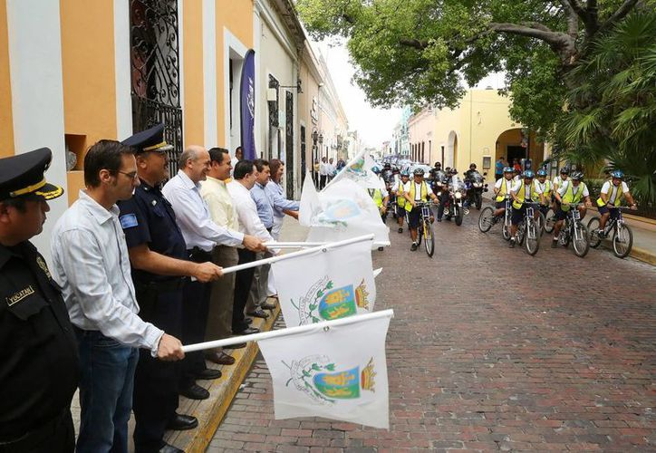 Ceremonia de banderazo del programa municipal.