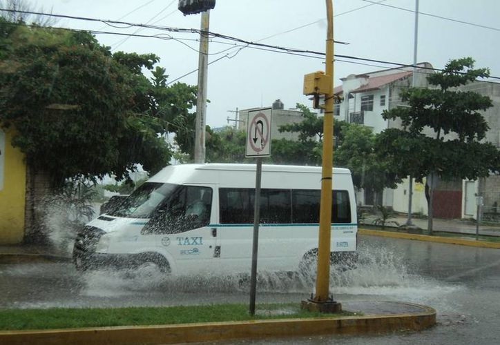 Se registran encharcamientos en varios puntos de Playa del Carmen. (Loana Segovia/SIPSE)