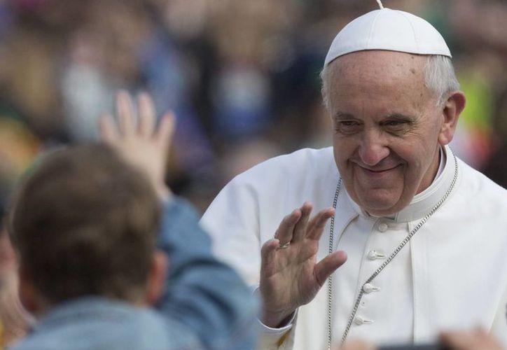 El Papa Francisco freció sufragios al señor por el eterno descanso de los fallecidos. (Agencias)