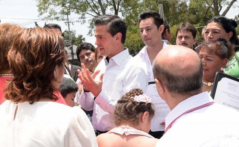 Esta mañana, el presidente Enrique Peña Nieto entregó las obras de mantenimiento de la Unidad Habitacional Águilas. En el evento, el mandatario afirmó que el dinamismo de la economía es fundamental para reducir los niveles de pobreza en el país. (Presidencia)