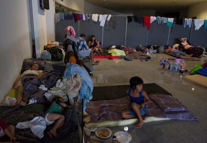 Las autoridades ya han dispuesto decenas de albergues en todo Baja California Sur. (Notimex)