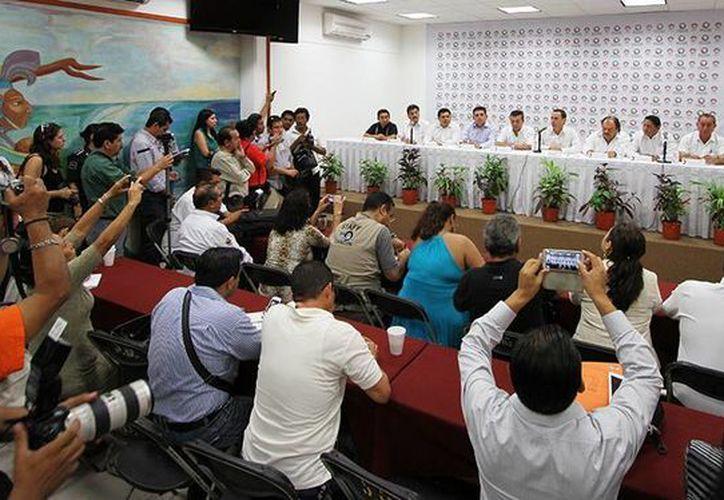 En el encuentro estuvieron presentes los 10 alcaldes de la entidad. (Cortesía/SIPSE)